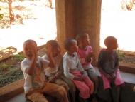 Kinder im Vorraum